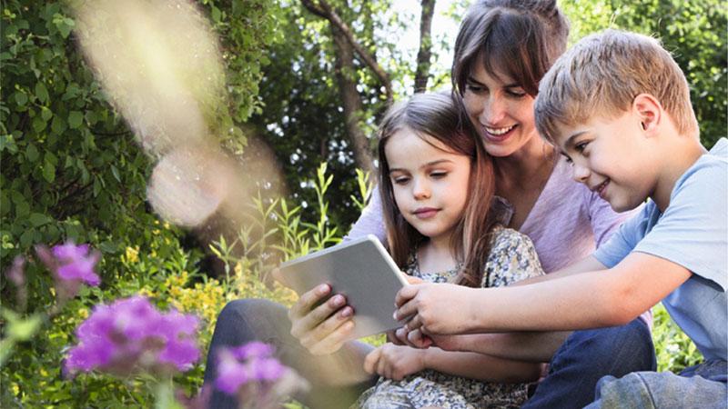 Des lentilles adaptées pour les yeux de vos enfants
